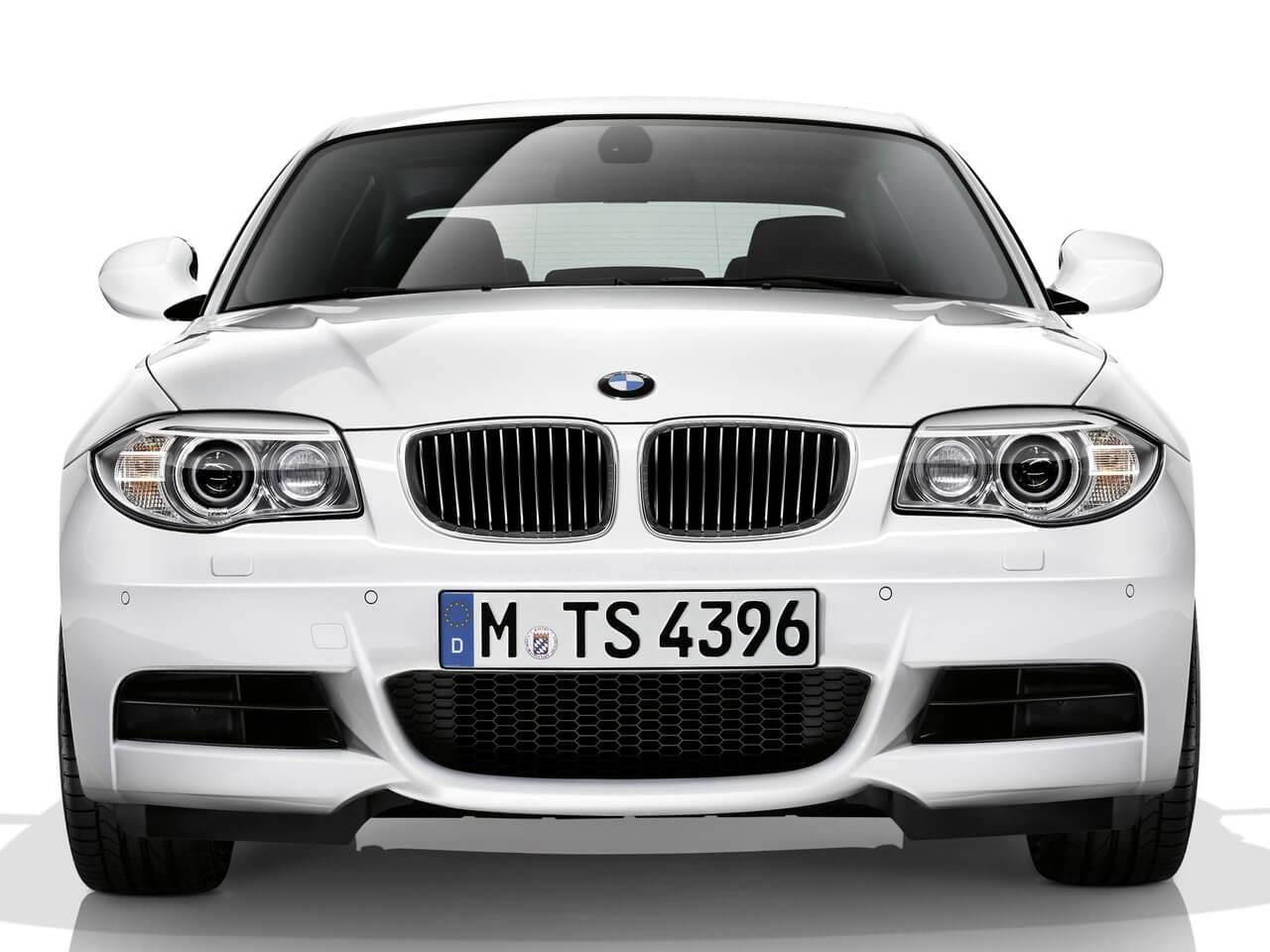 БМВ 1 седан
